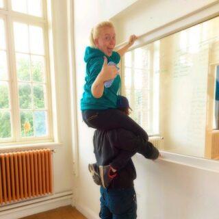 𝙿𝚘𝚎𝚝𝚜𝚎𝚗 𝚜𝚊𝚊𝚒!? 𝚆𝚒𝚓 𝚟𝚒𝚗𝚍𝚎𝚗 𝚟𝚊𝚗 𝚗𝚒𝚎𝚝! シ ✌︎︎  #schoonmaak #teamwork #funatwork #loveourjob #zotvanstralendekwaliteit #easycleanbrugge